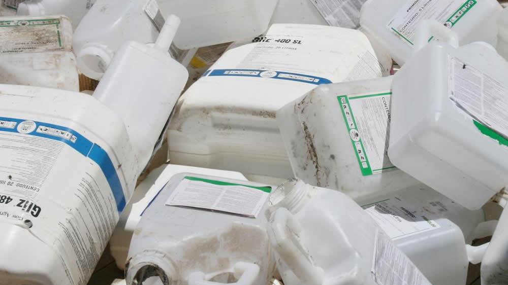 Envases vacíos de agroquímicos