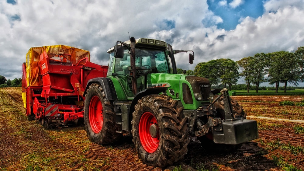 Tractor grain mixer rural
