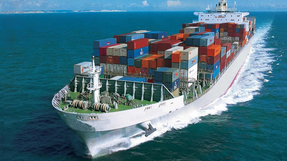 Barco con contenedores para exportaciones