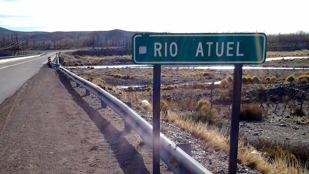 Cartel del Río Atuel