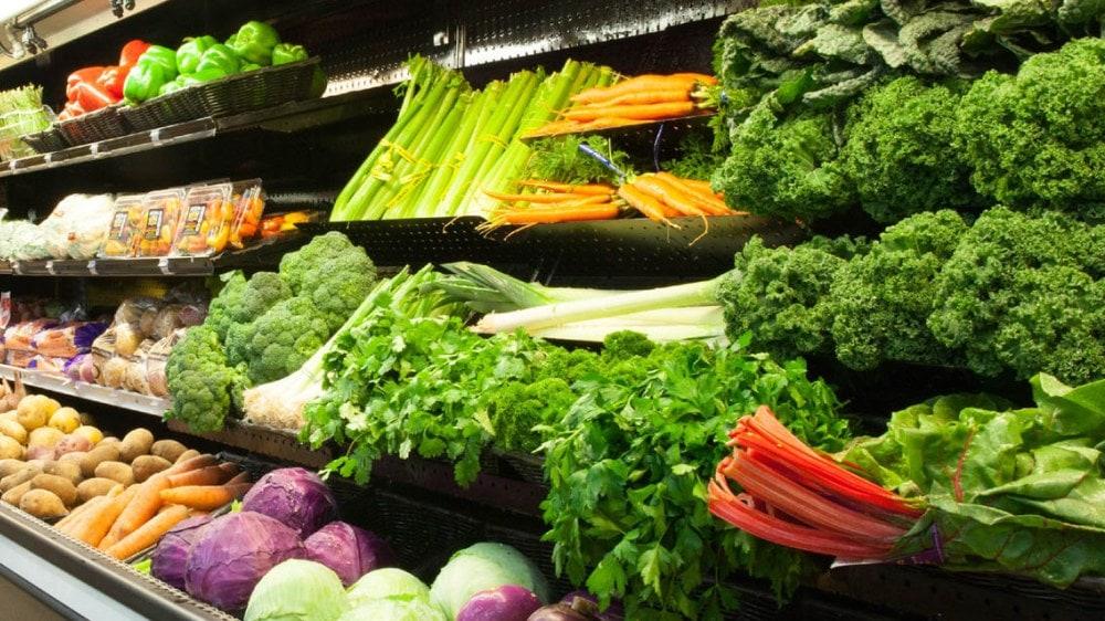 alimentos de gondola en un supermercado