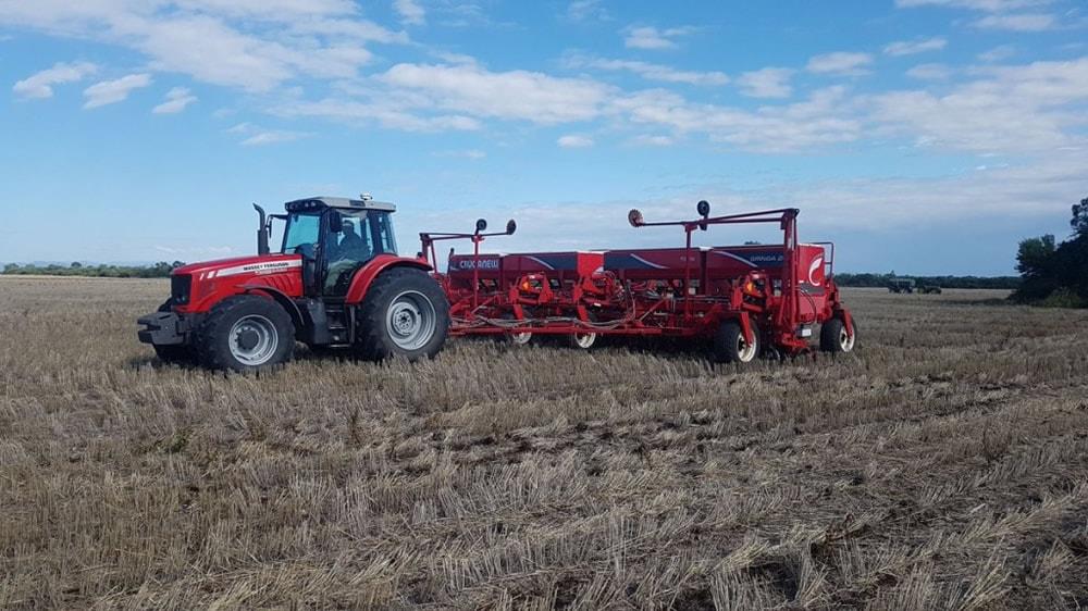 Maquinaria agrícola, tractor y cosechadora