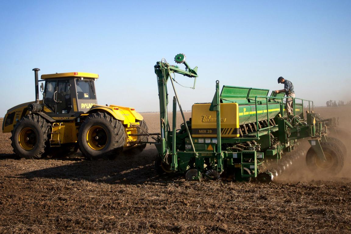 Los dólares de la soja están en riesgo por la falta de neumáticos para las cosechadoras